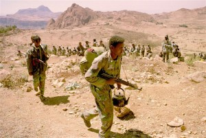 ERITREAN SOLDIERS BEGIN WITHDRAWL FROM FRONT LINES.